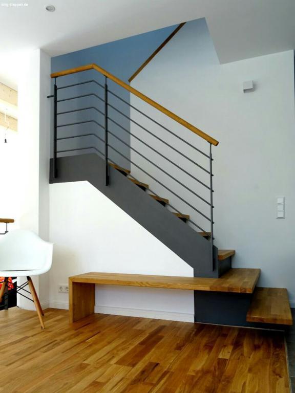 نرده راه پله با دسته چوبی