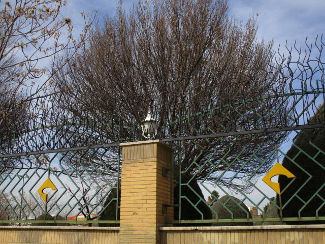 دو ردیف حفاظ شاخ گوزنی